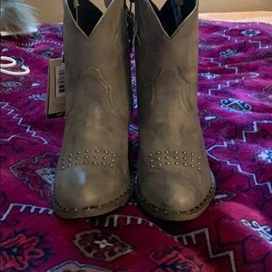 NWT Ariat cowboy booties